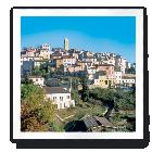 vu du village de Gattières avec son clocher.